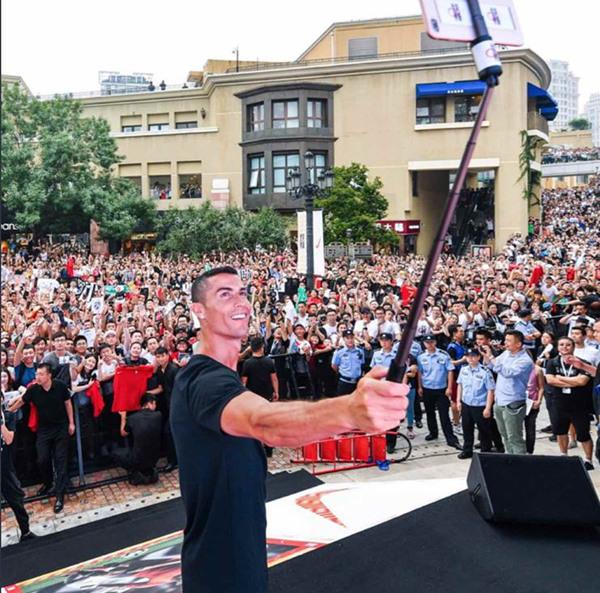 크리스티아누 호날두 베이징 방문에 열광하는 중국 축구팬