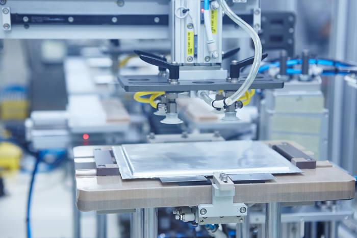 SK이노베이션 中 배터리 공장 건설 박차…EVE에너지 손잡고 다임러 공략